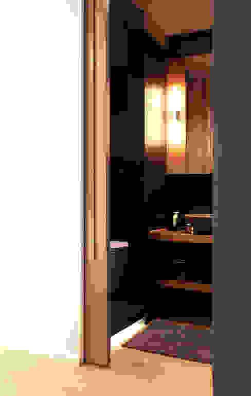 Salle de bain moderne par Onice Architetti Moderne Ardoise