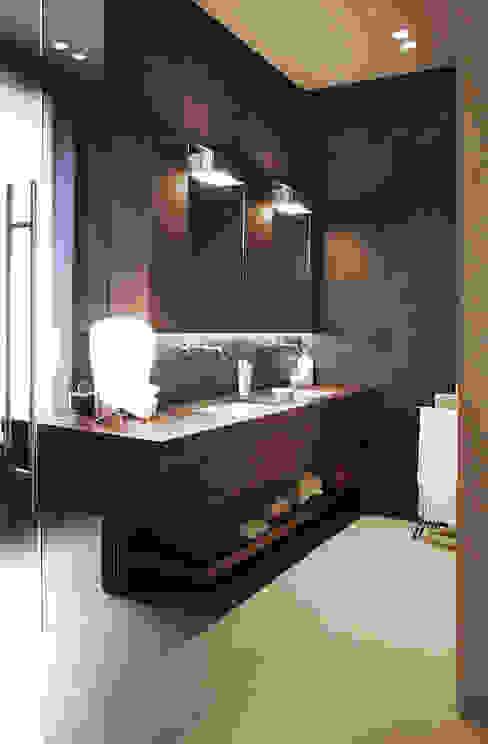 Mobile bagno padronale Onice Architetti Bagno moderno Legno Marrone