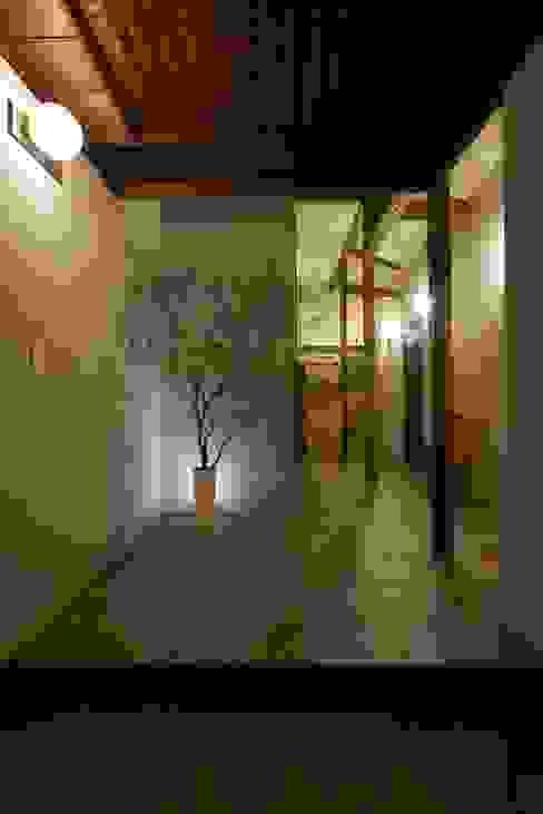 House in Minamitawara ラスティックスタイルの 玄関&廊下&階段 の Mimasis Design/ミメイシス デザイン ラスティック タイル