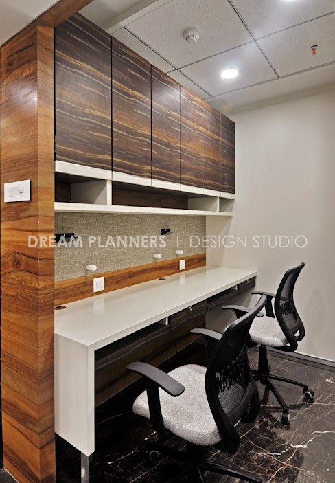 Personal Desk Minimalist offices & stores by Dreamplanners Minimalist Wood-Plastic Composite