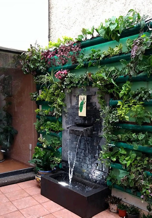 muro verde y fuente de pared jardinria xochimilco Casas minimalistas