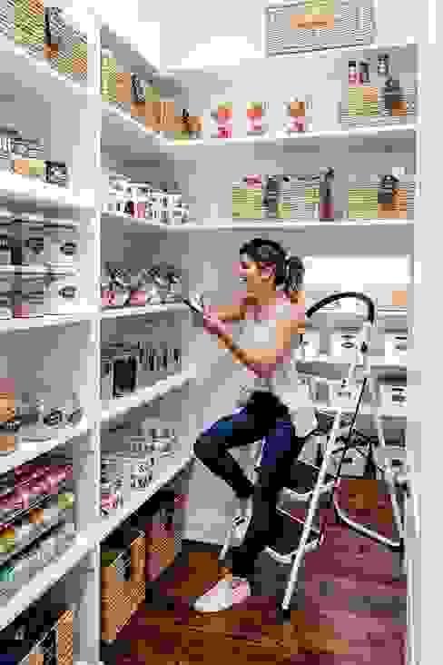 Organizar e Arrumar SweetYellow Closets modernos
