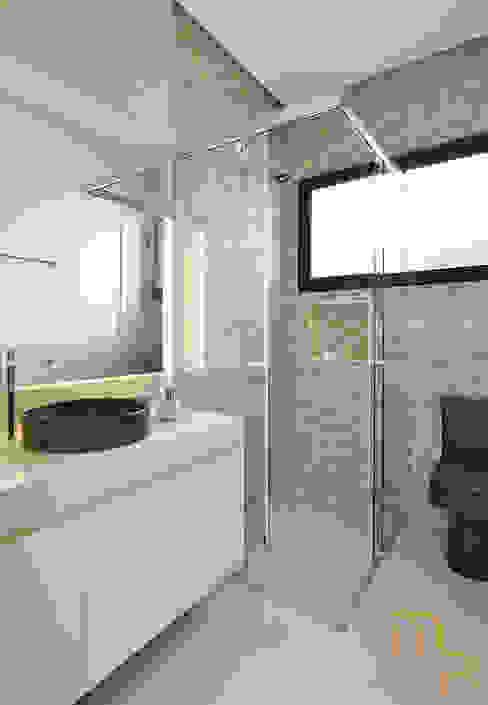 Banheiro Hospede Banheiros modernos por Marcela Rocca Arquitetura & Interiores Moderno