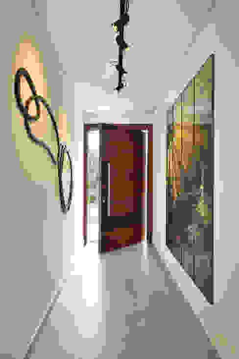 Hall de entrada Corredores, halls e escadas modernos por Marcela Rocca Arquitetura & Interiores Moderno