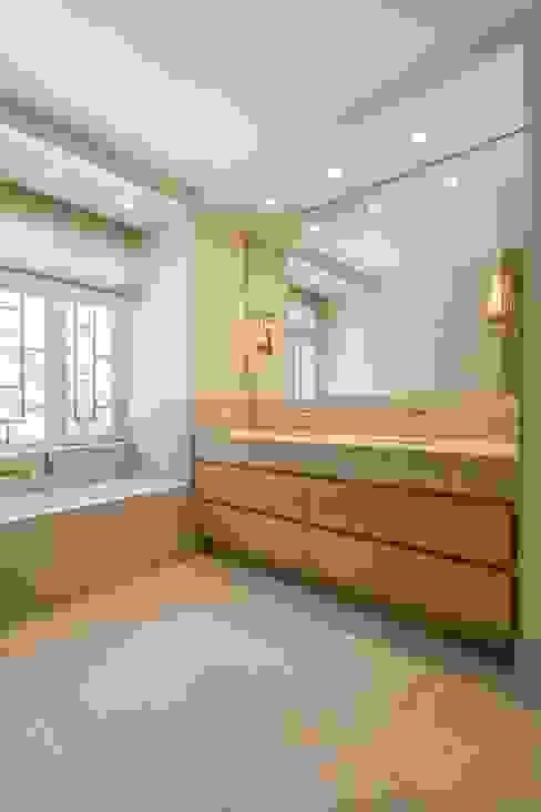 Appartement, Kapellen België Moderne badkamers van ÈMCÉ interior architecture Modern Marmer