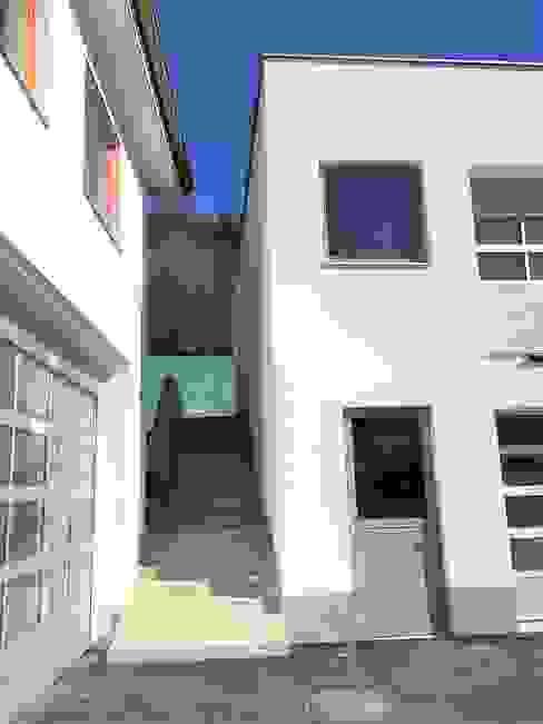 Freitreppe archipur Architekten aus Wien Moderne Geschäftsräume & Stores Stahlbeton Weiß