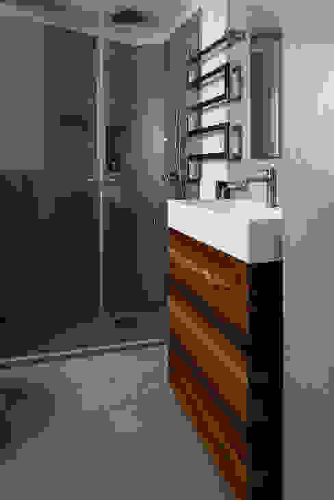 Bagno con doccia Bagno in stile mediterraneo di manuarino architettura design comunicazione Mediterraneo OSB
