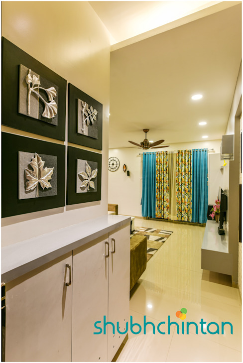 Entry space : classic  by Shubhchintan Design possibilities,Classic Plywood