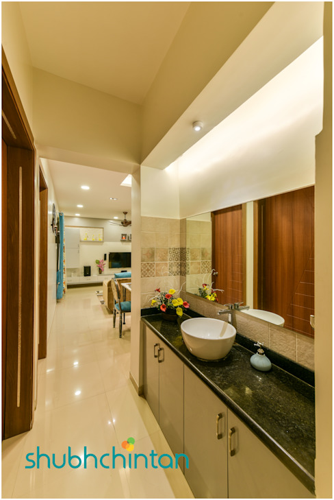 common utility with wash basin: classic  by Shubhchintan Design possibilities,Classic Plywood