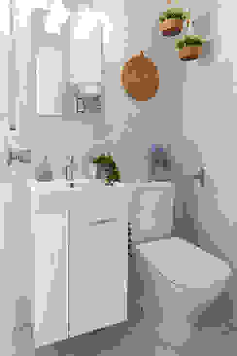 Baño pequeño Baños de estilo moderno de Lala Decor HomeStaging & Reformas Integrales de pisos Moderno