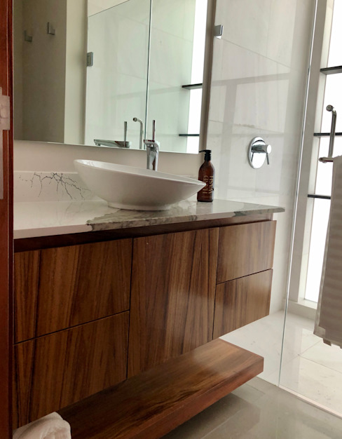 Alejandra Zavala P. BathroomSinks Solid Wood Wood effect