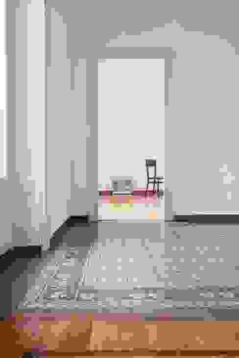 The original floors annacarla secchi architetto Modern living room