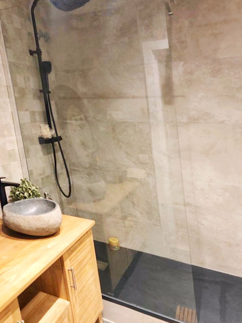 Baño con cemento pulido Lala Decor HomeStaging & Reformas Integrales de pisos Baños de estilo moderno