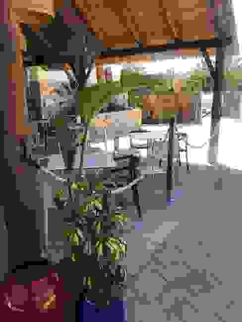 Acordonado Bares y clubs de estilo tropical de A interiorismo by Maria Andes Tropical