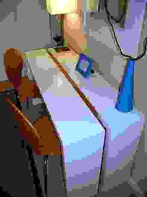 Mesa escritorio de Martin Rojas Arquitectos Asoc. Moderno