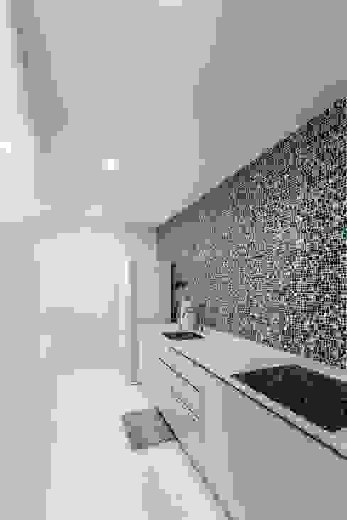 Tessarina Modern kitchen by Summerhaus D'zign Modern