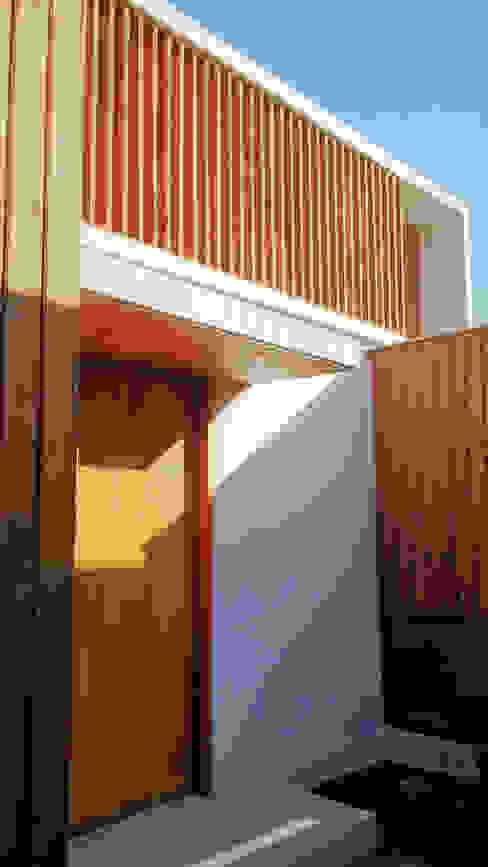 Acceso Casa de Martin Rojas Arquitectos Asoc. Moderno