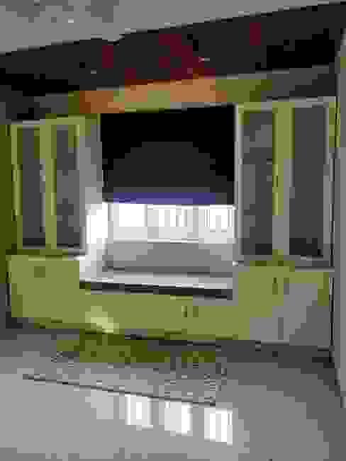 Study: minimalist  by Saloni Narayankar Interiors,Minimalist Plywood