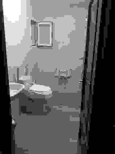 Baño accesible AOM Proyectos Baños de estilo clásico