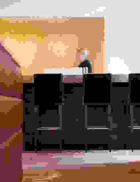 Custom Made Bar im QUI Moderne Hotels von M-Moebeldesign - Interior by BOCK Modern