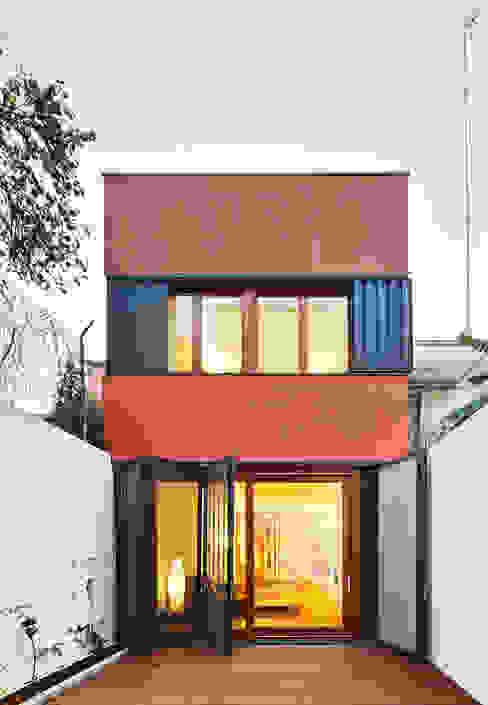 fachada patio trasero de ESTUDI NAO arquitectura Moderno Madera Acabado en madera