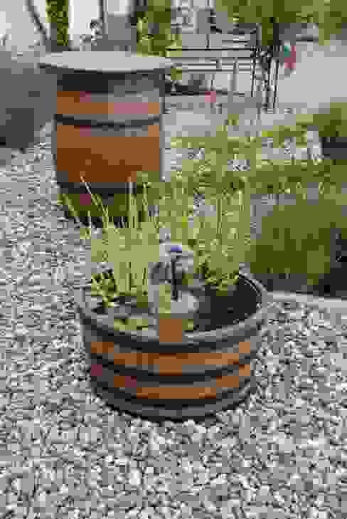 Halbes Weinfass mit Springbrunnen von Fassdeko Mediterran Massivholz Mehrfarbig