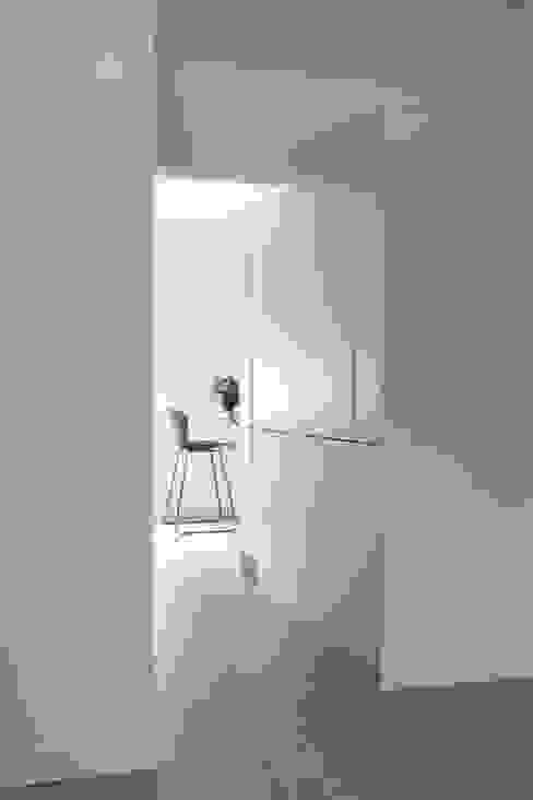 Lola Cwikowski Studio Minimalist kitchen
