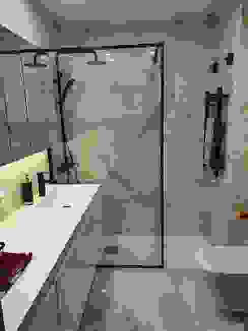 Baño en Madrid GrupoSpacio constructores en Madrid Baños de estilo minimalista Azulejos Blanco