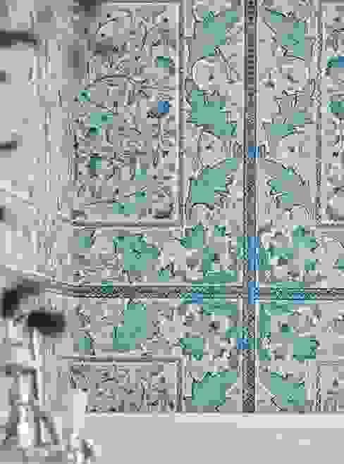 Classic style walls & floors by Carta da parati degli anni 70 Classic