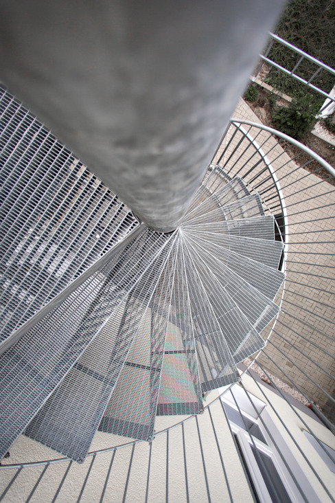 Spindeltreppen Industriale Bürogebäude von GTM Gitterroste + Treppen GmbH Industrial