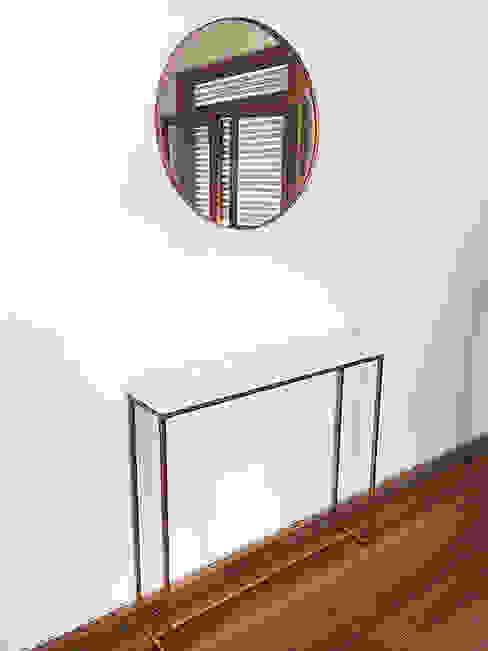 Mesa de entrada tipo Dressoire en hierro y tapa laqueada blanca Tienda Quadrat Salones de estilo minimalista Cobre/Bronce/Latón Ámbar/Dorado