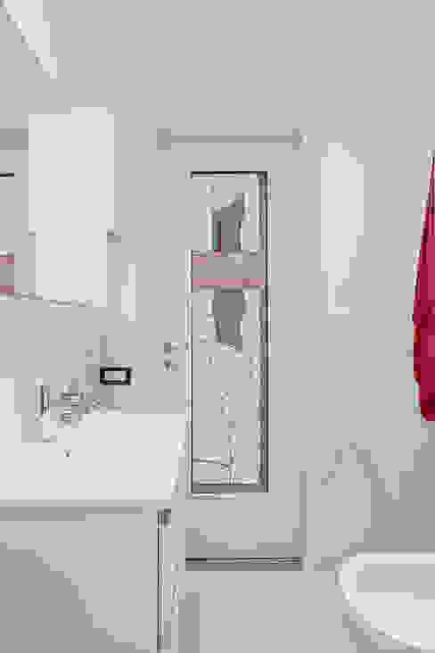 This is my bathroom Bagno minimalista di Luca Bucciantini Architettura d' interni Minimalista Legno Effetto legno