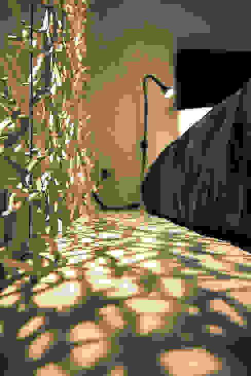 Camera da letto di ibedi laboratorio di architettura Moderno Legno Effetto legno