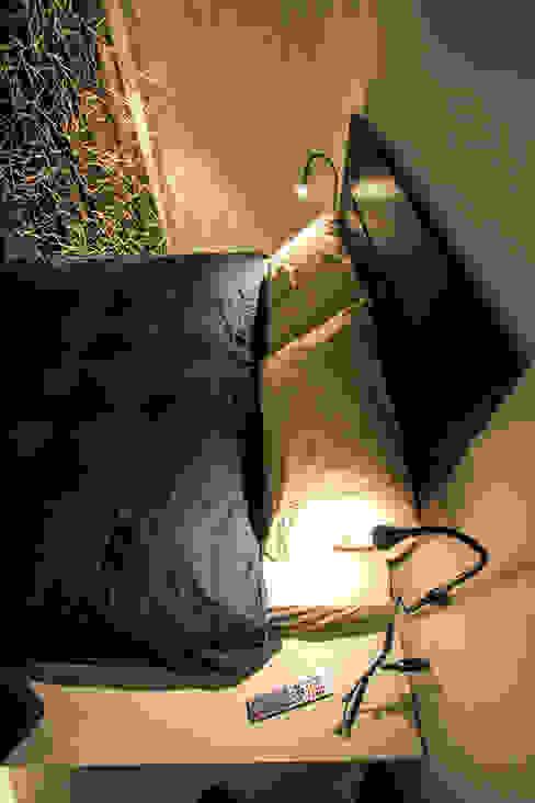 Camera da letto ibedi laboratorio di architettura Camera da letto piccola Legno Ambra/Oro