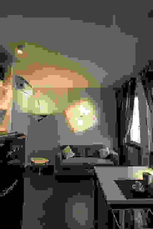 area giorno Soggiorno moderno di ibedi laboratorio di architettura Moderno Cemento