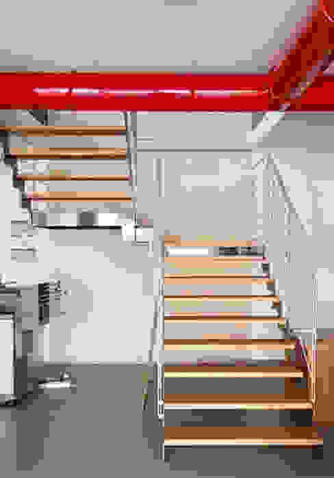 Scala interna legno/metallo studiolineacurvarchitetti Scale Legno Grigio