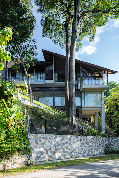view of the house from the street below Tropical style houses by MJ Kanny Architect Tropical