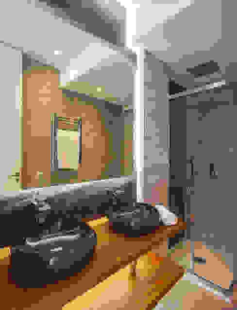 Baño dormitorio principal WINK GROUP Baños de estilo clásico Mármol Multicolor