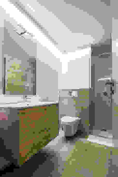 Diseño de baño colores grises Baños de estilo rural de Antonio Calzado 'NEUTTRO' Diseño Interior Rural Cerámico