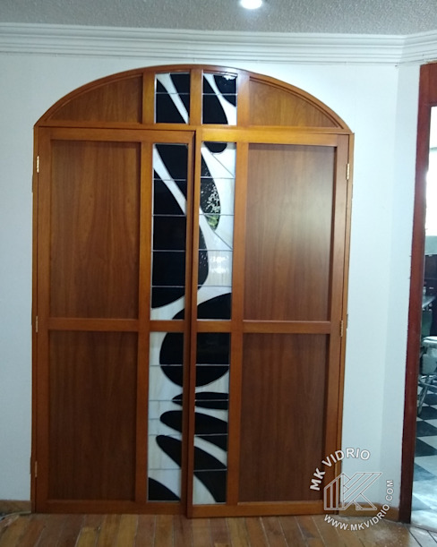 Detalle puertas mueble Salas multimedia clásicas de MKVidrio Clásico Vidrio