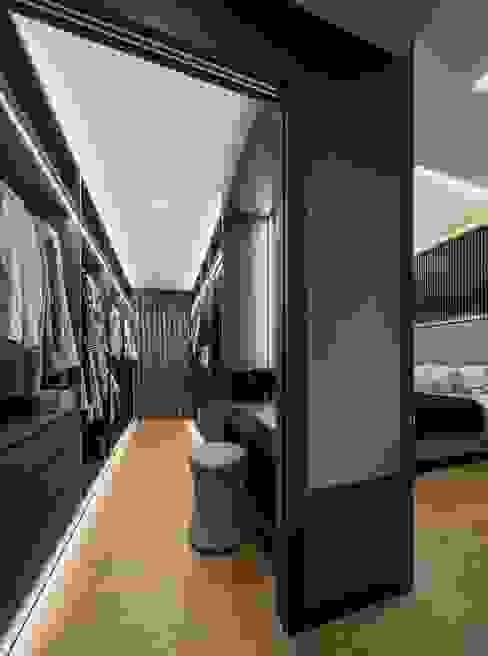 Nim Collection 1 Modern dressing room by Summerhaus D'zign Modern