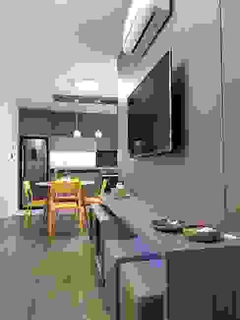 Larissa Minatti Interiores Minimalist living room