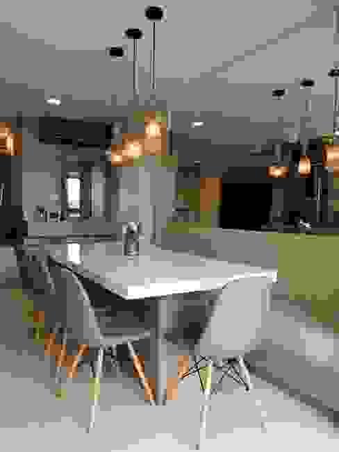 Apartamento em Joinville Larissa Minatti Interiores Salas de jantar modernas