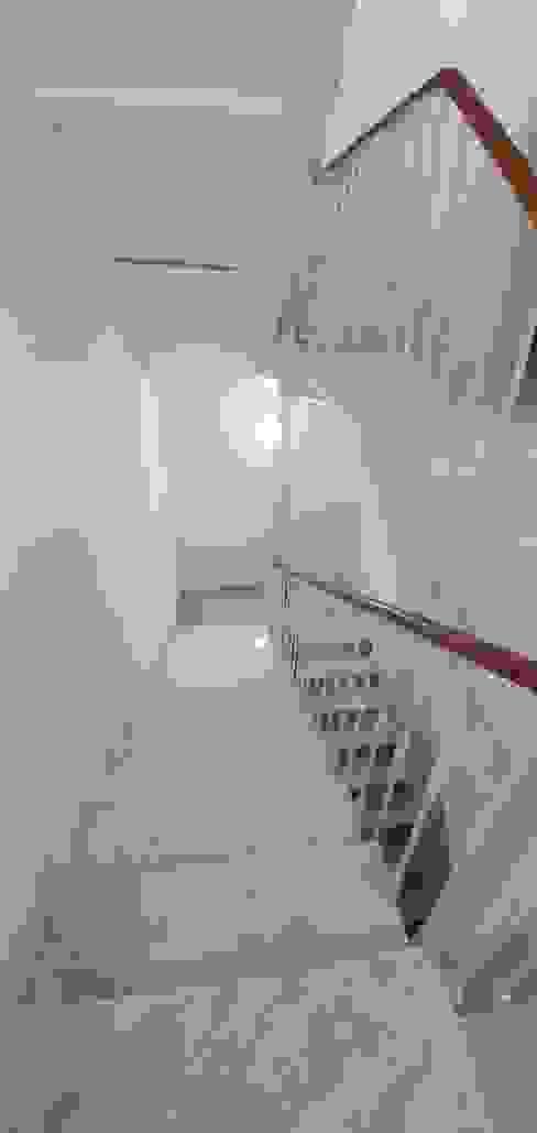 Escaleras de CreaCivil Moderno