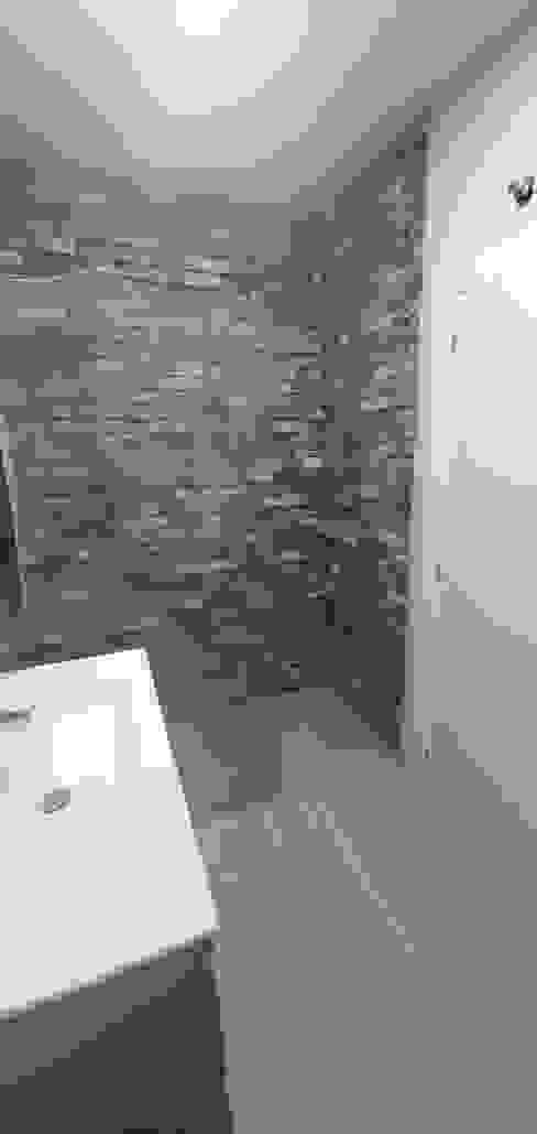 Ducha baño Baños de estilo moderno de CreaCivil Moderno