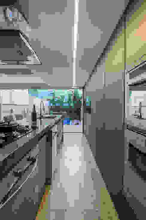 Casa Chácara das Pedras Bibiana Menegaz - Arquitetura de Atmosfera Cozinhas modernas