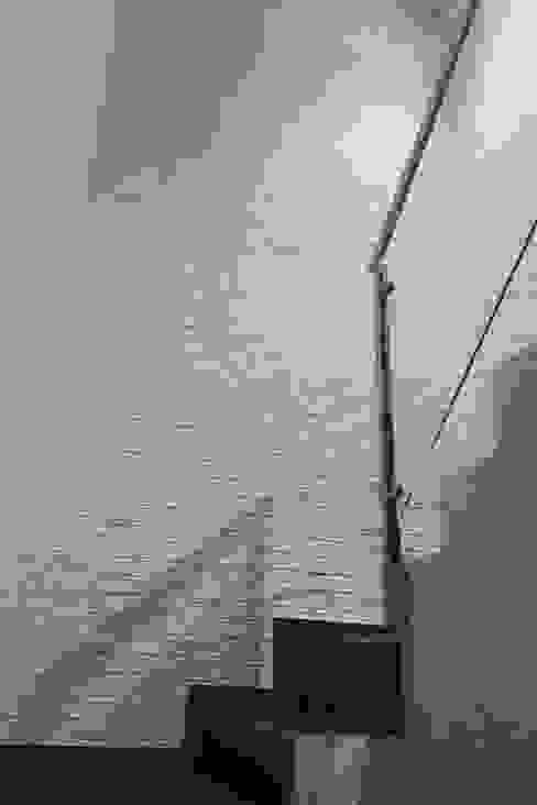escalera a planta alta Zona 4 Escaleras Ladrillos Blanco