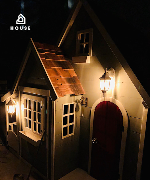 ¡La casita que es una casota de lujo!:  de estilo colonial por House Muebles Infantiles, Colonial Madera Acabado en madera