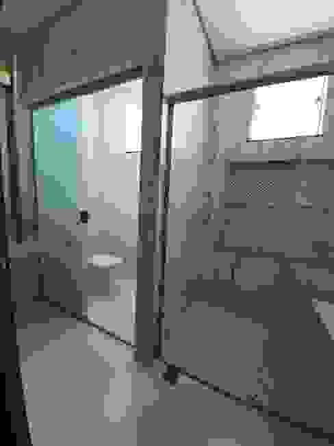 Banheiro da suíte Banheiros modernos por Monteiro arquitetura e interiores Moderno