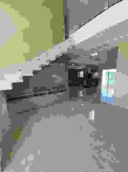 Sobrado em condomínio horizontal por Monteiro arquitetura e interiores Moderno